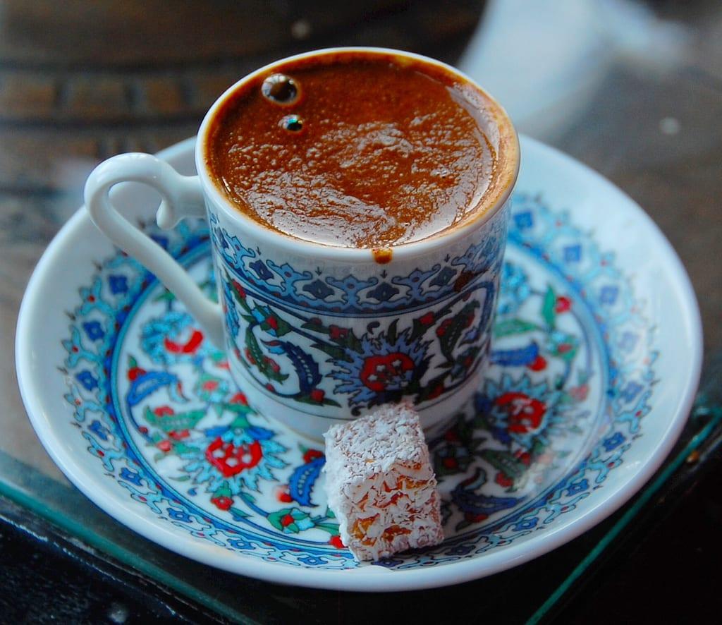 Café turco en vajilla turca