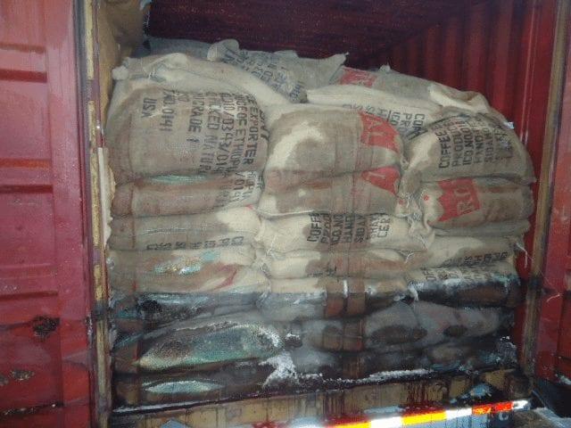 Bolsas de café con daños por transporte