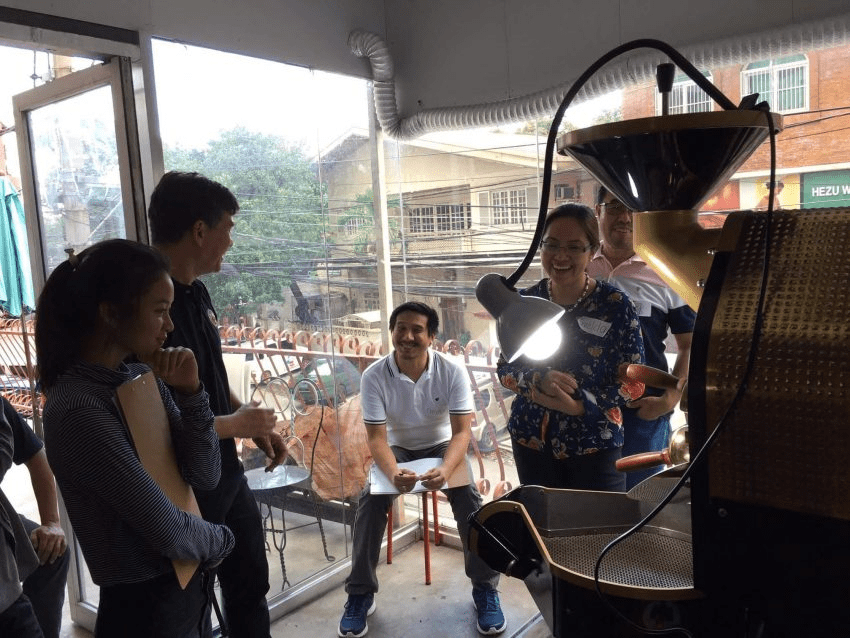 Estudiantes de tueste de cafe