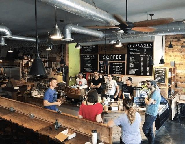 Reunión de baristas en café