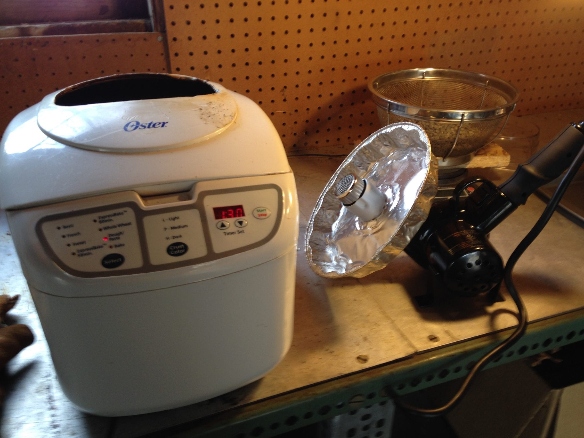 tostando cafe en maquina de popcorn