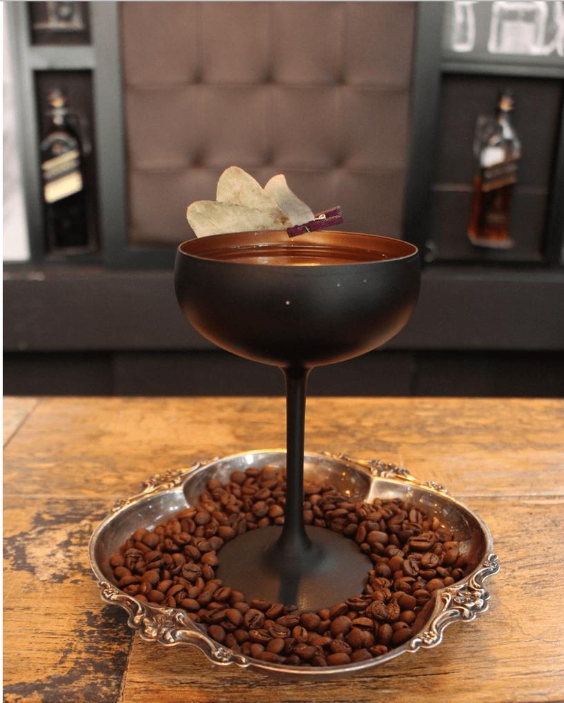 el cocktel de cafe y licores