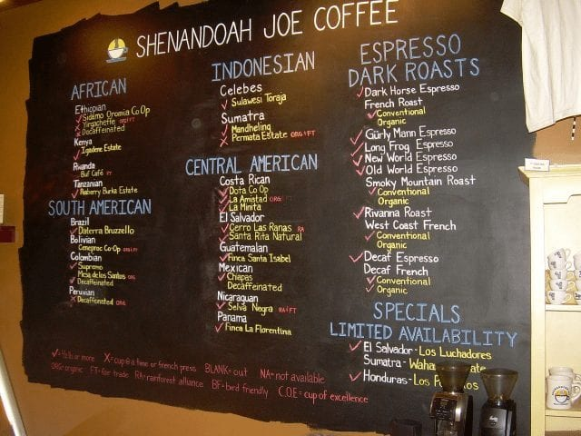 Pizarra con precios del café