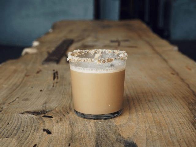 bebida de cafe de autor