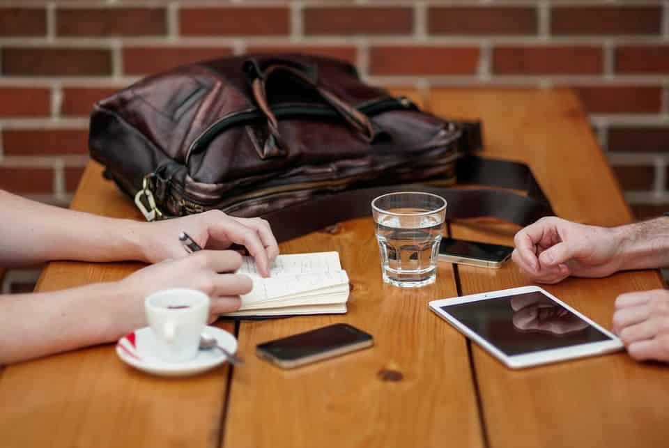 reunion en cafeteria