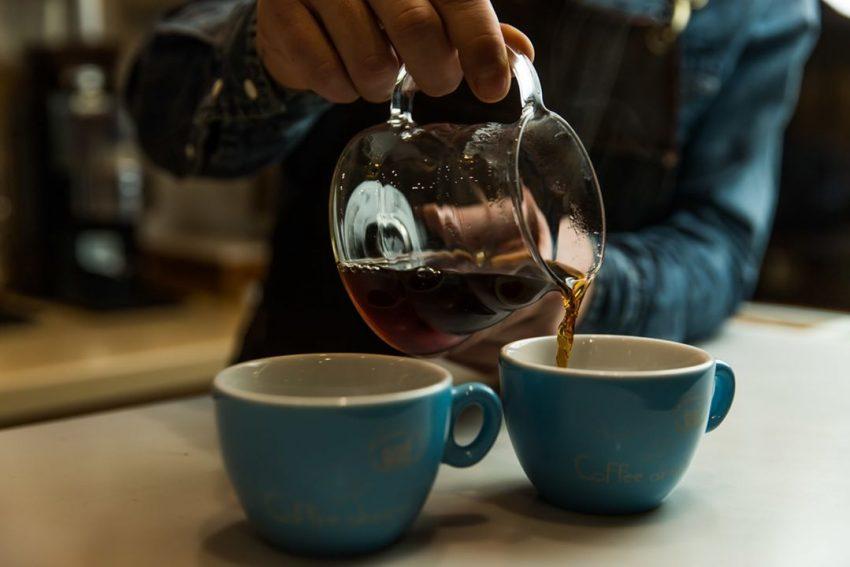 cafe recien preparado en un v60