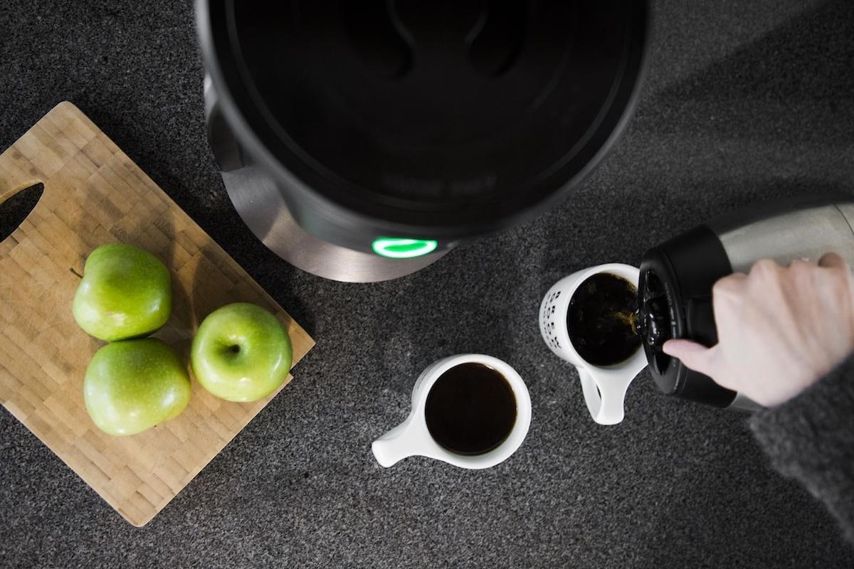cafe recien preparado en una cafetera Behmor