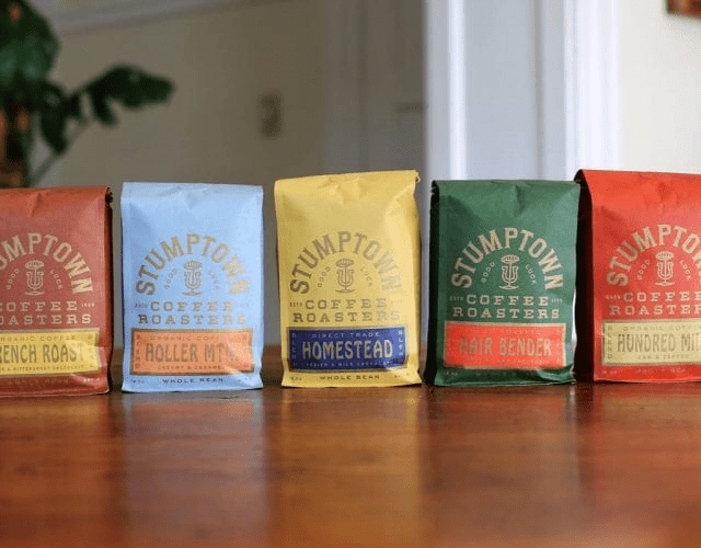 diferentes empaques de cafe con colores diversos