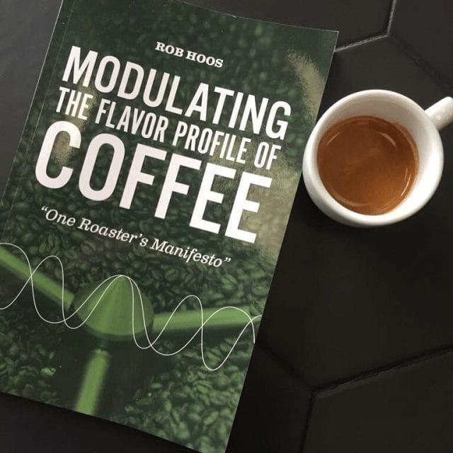 Espresso y libro de café