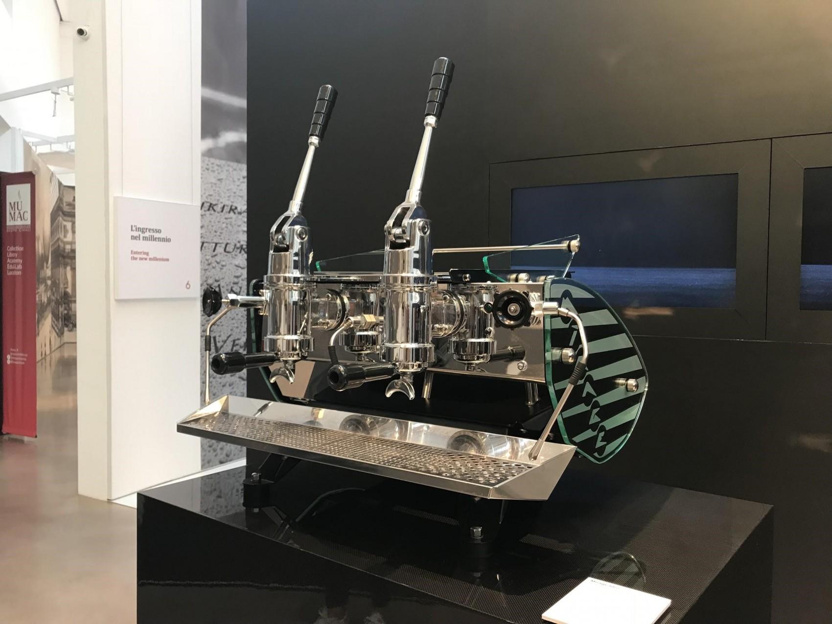 una maquina espresso de palanca