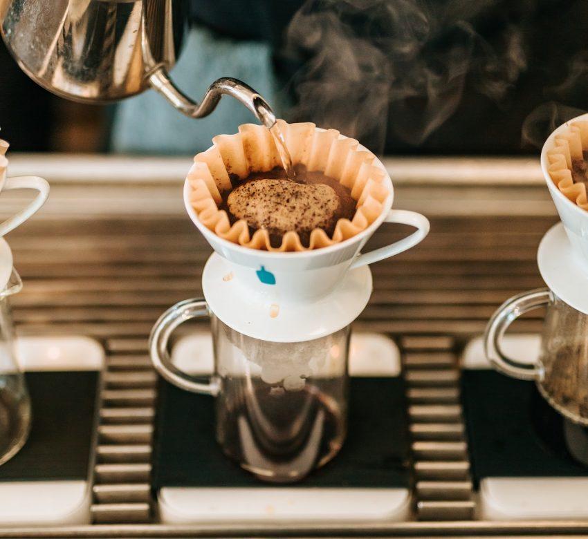 un cafe preparado en un kalita