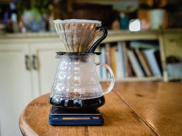 preparacion de cafe en v60