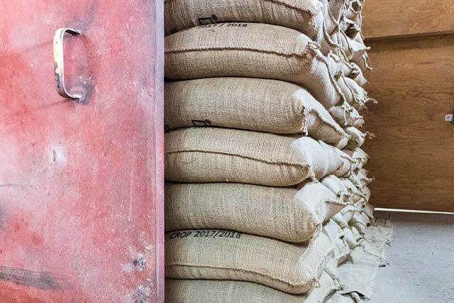 varios sacos de cafe en pergamino