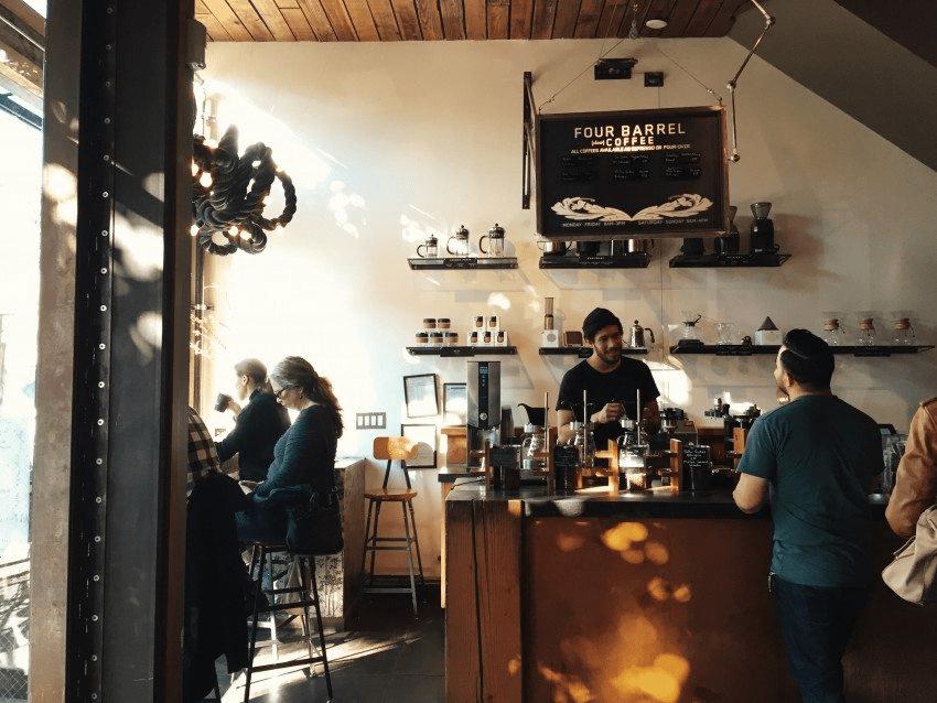 una tienda de cafe en seul