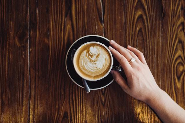 una taza de cafe lista para disfrutar