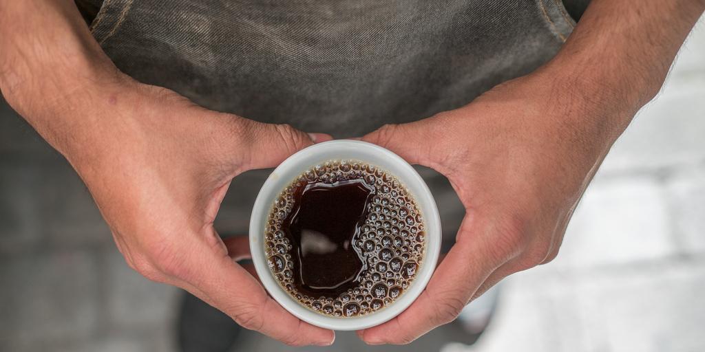 corpo no café