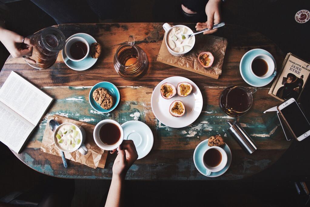 mesa xícara café celular