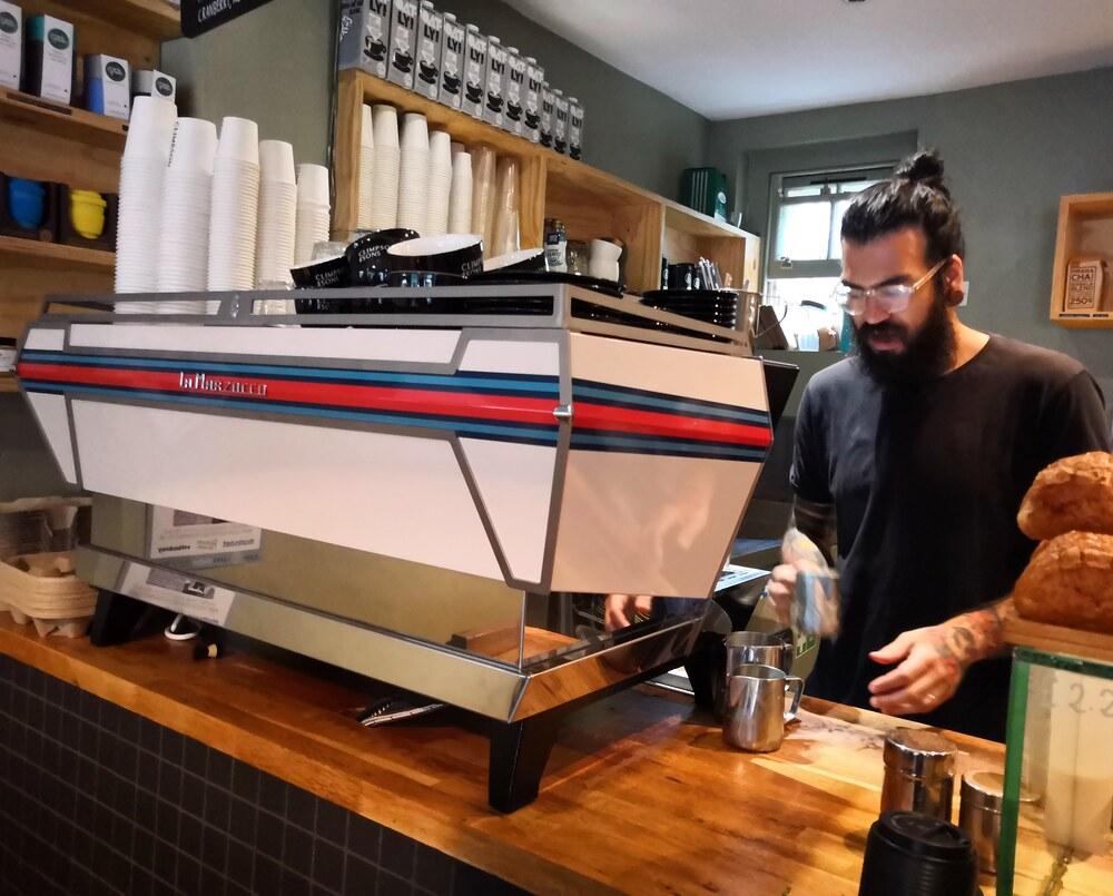 millennials café