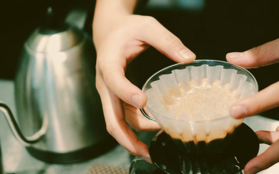 café coado na kalita