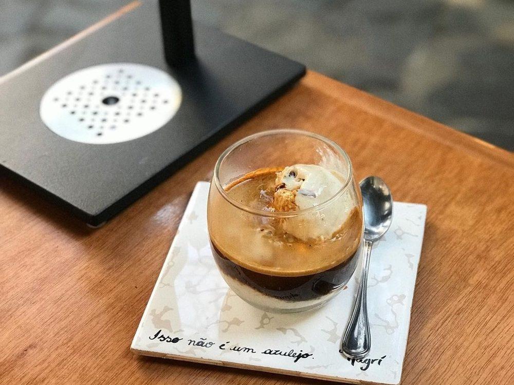 café magrí visual