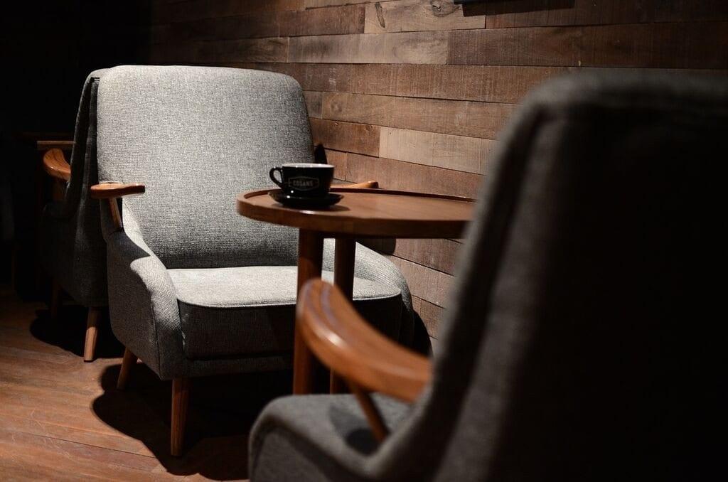 cafe sitting arrangement