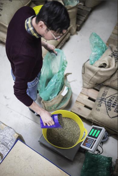 roaster Weighing coffee