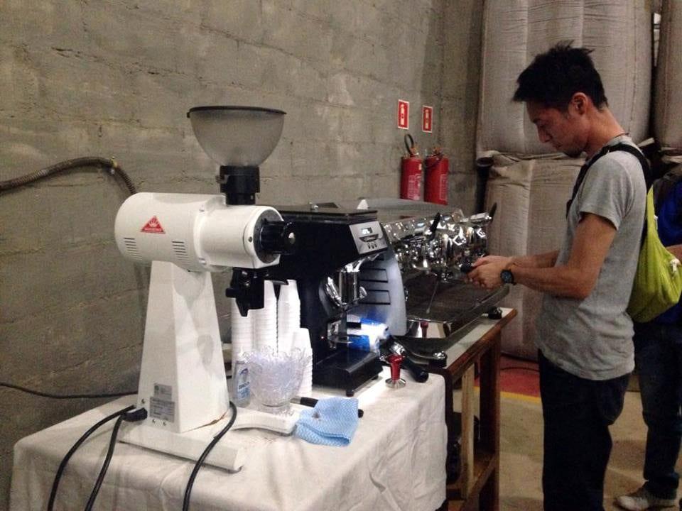 Tetsu Kasuya pulling espresso shots on a Black Eagle