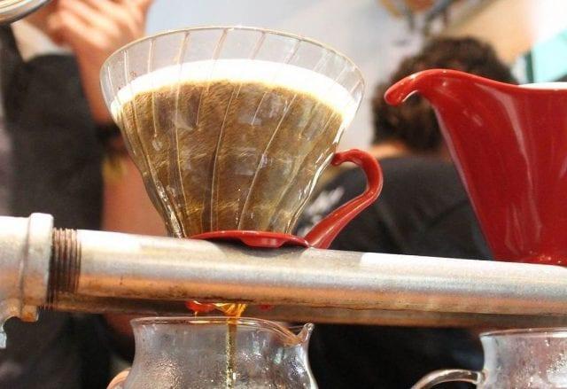 café coado na v60