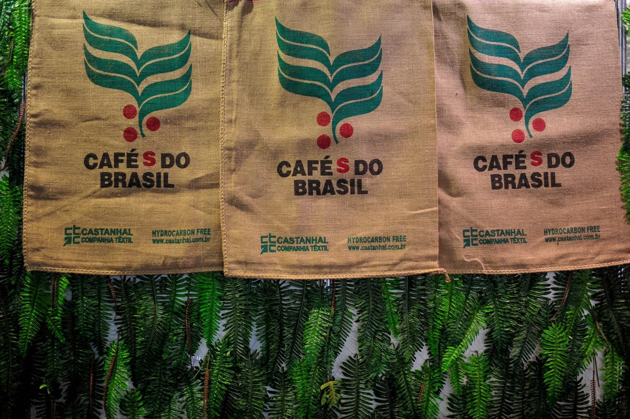 Cafés do Brasil jute green coffee bags