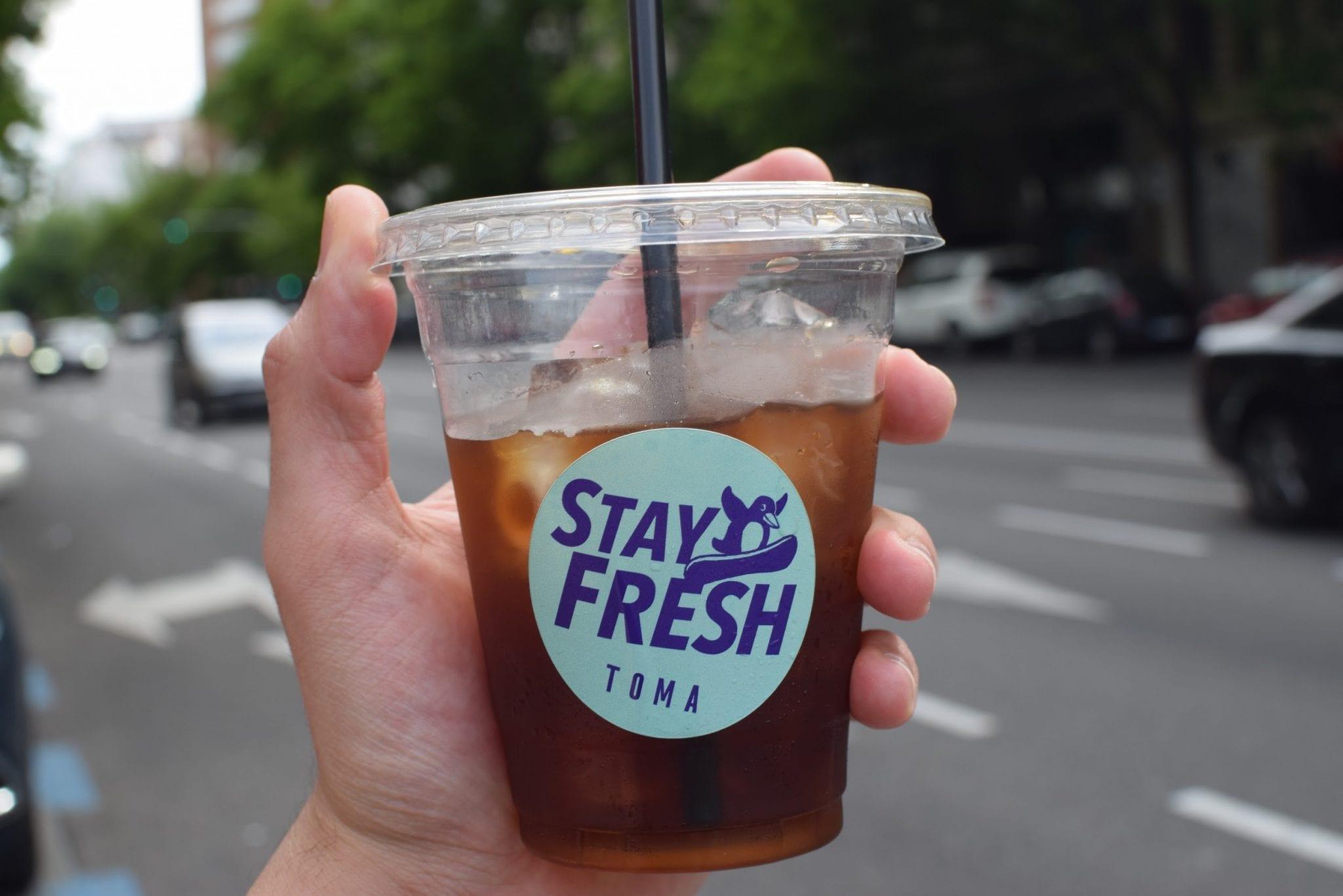 un refrescante vaso de cafe frio