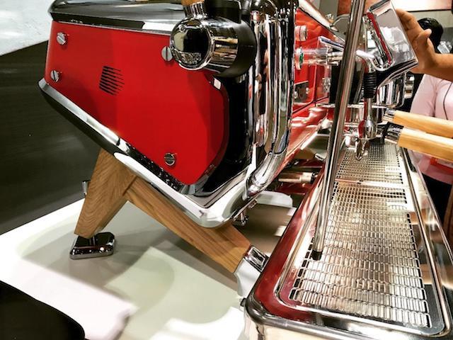 A máquina de espresso Astoria.