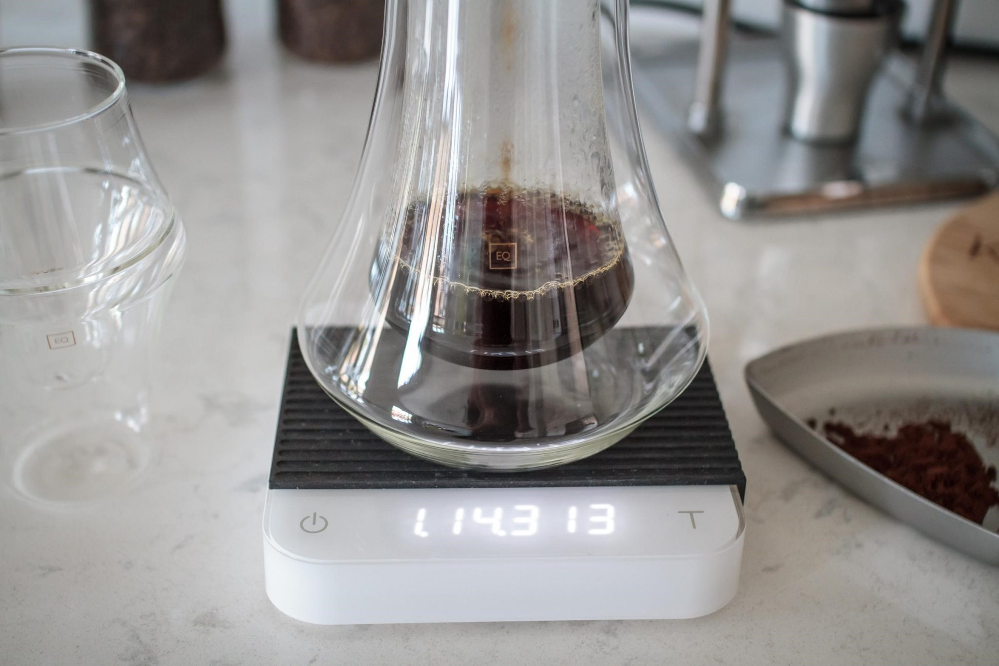 Brewing coffee on a scale to have better coffee