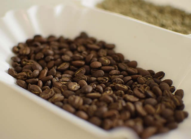 roasted and unroasted coffee samples
