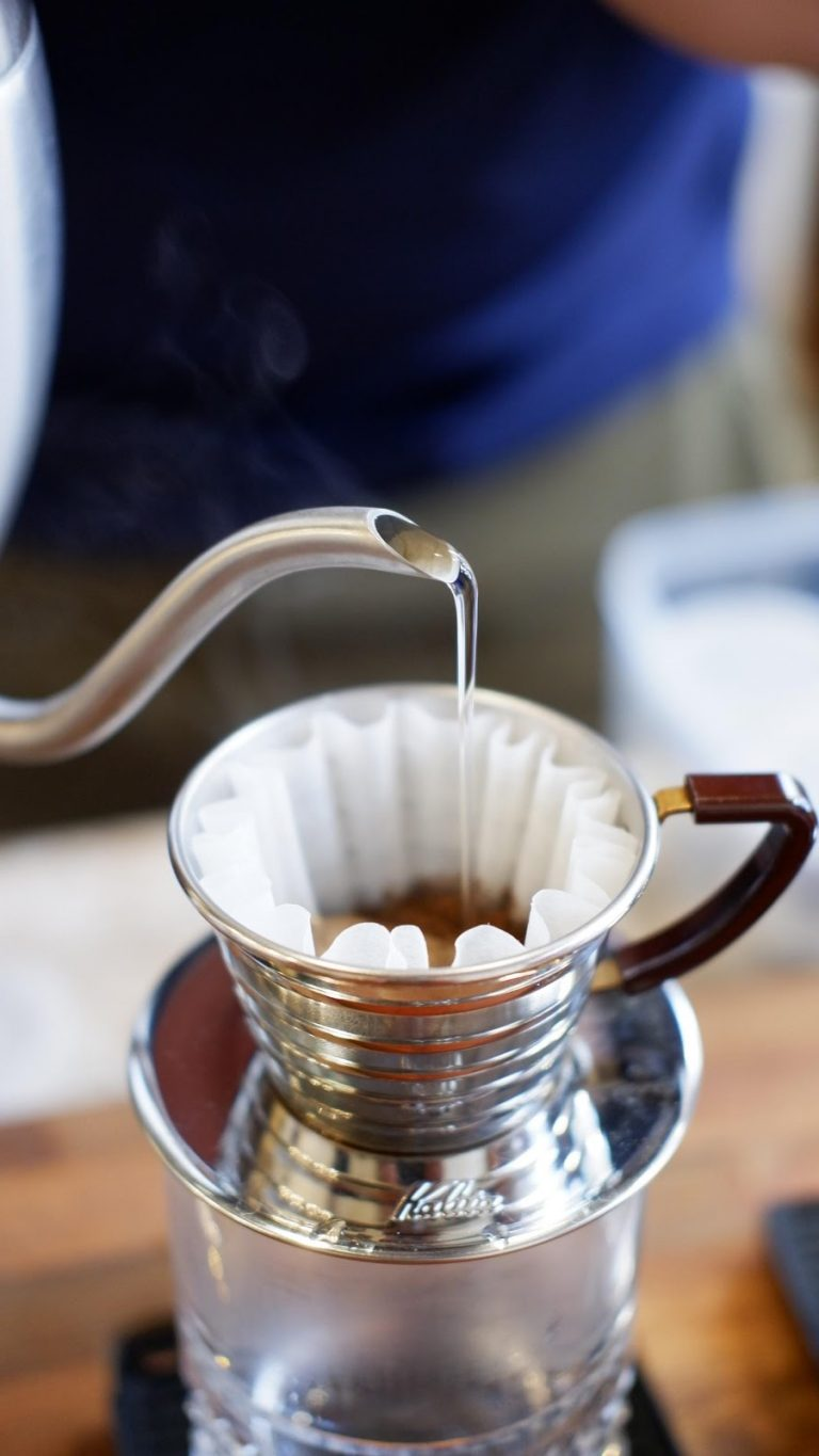 brewing coffee on kalita wave