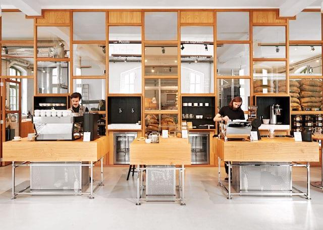 la parte interior de una tienda de cafe de especialidad en Berlin