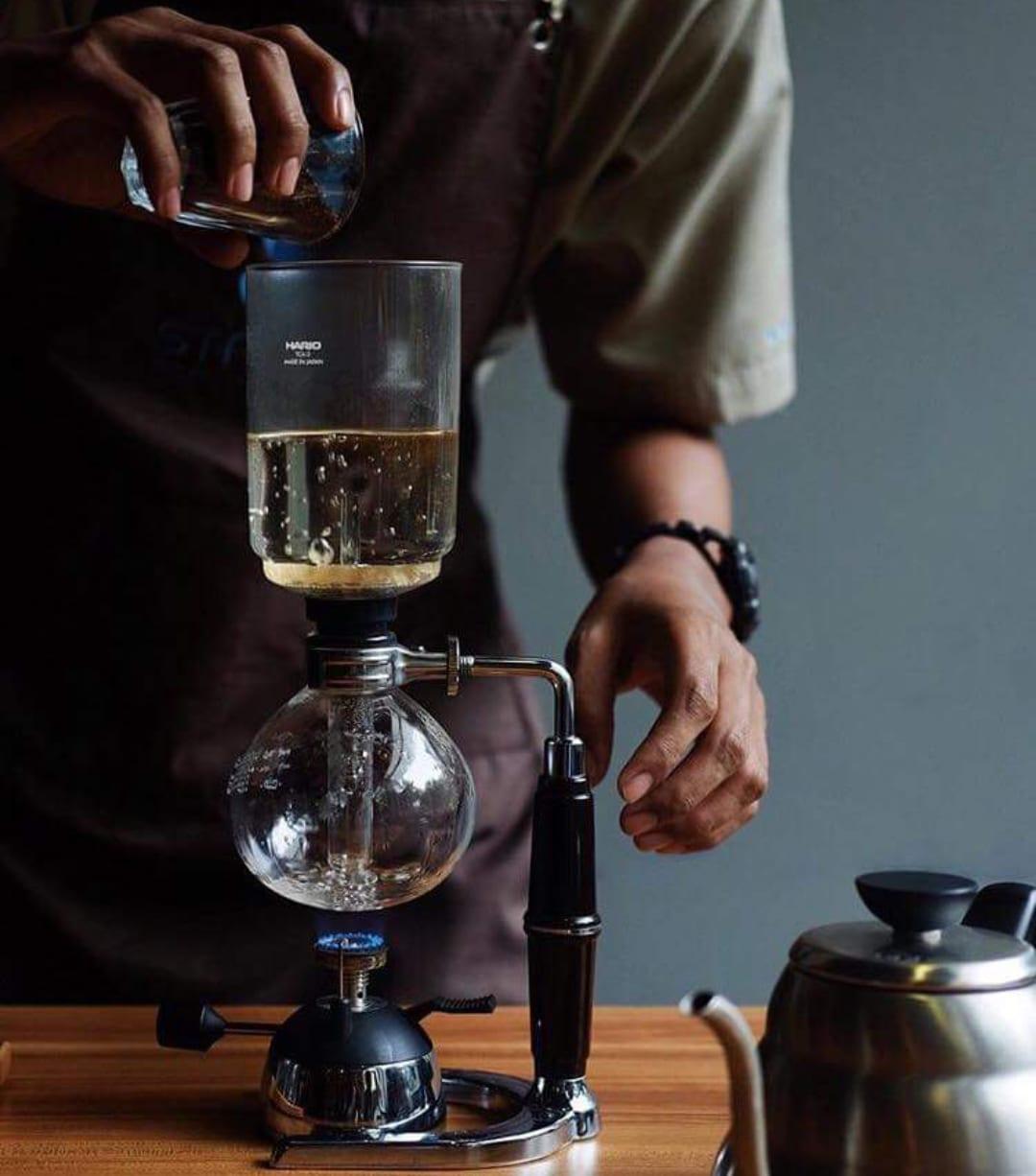 Barista using a coffee syphon