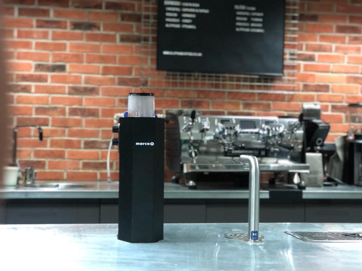 un filtro de agua caliente para cafes