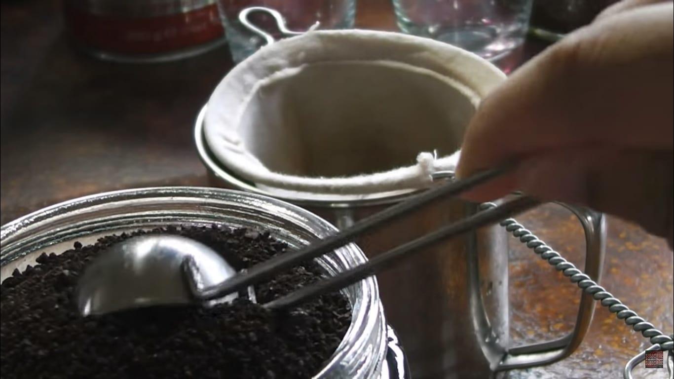 Malaysian kopi being made