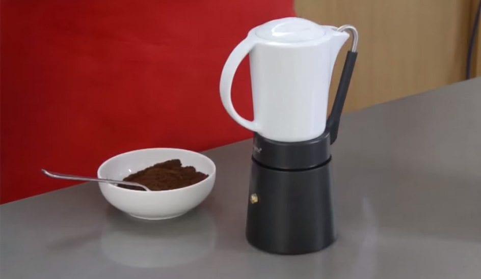 Porcellana next to ground coffee