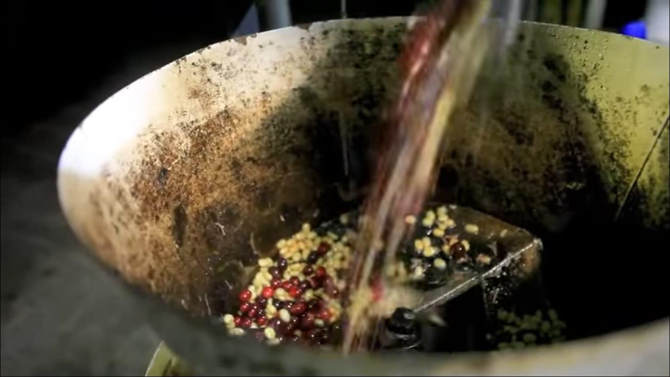 Coffee processing on El Manzano mill