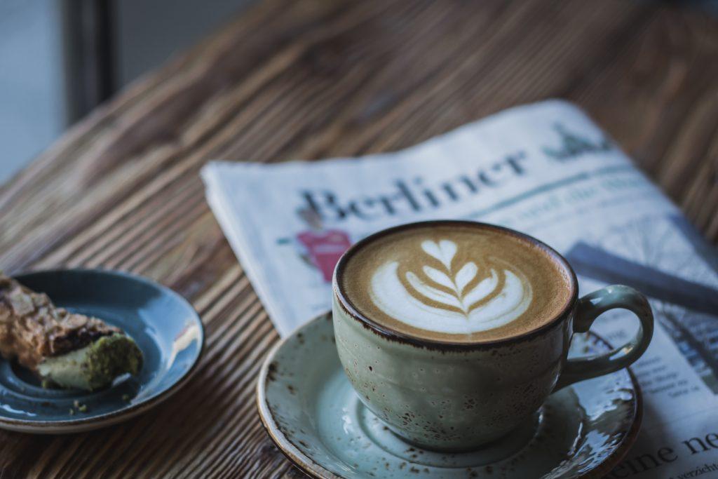 una taza de cappuccino