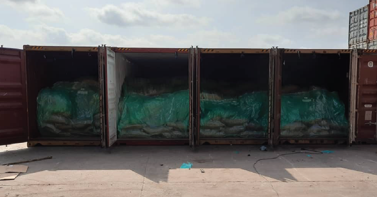 Containers ready to be shipped using TranSafeliners