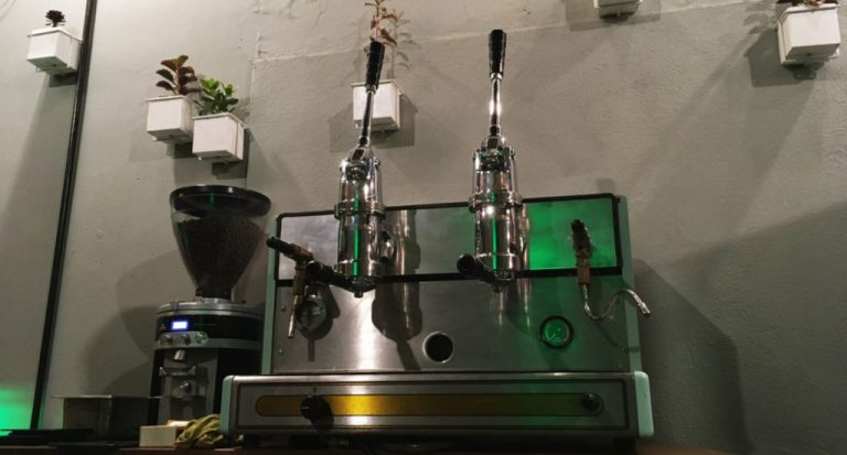 máquina de espresso de alavancas