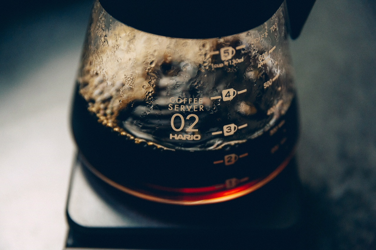v60 decanter with freshly brewed coffee