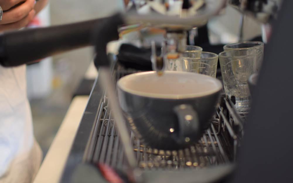 café espresso sendo extraído