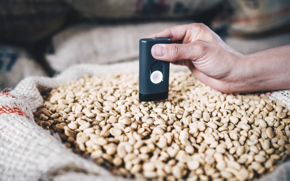 device for scanning green coffee